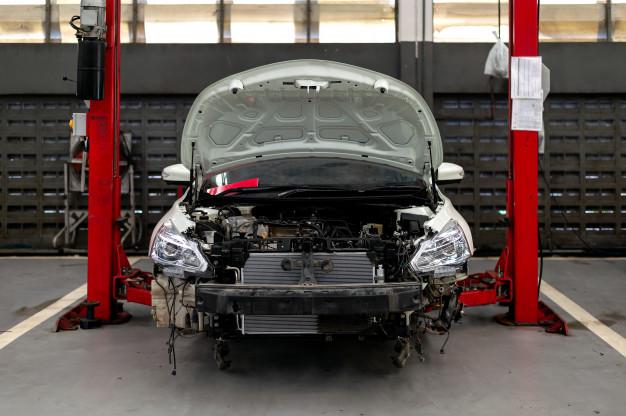 car-repair-station-body-shop_41050-1682