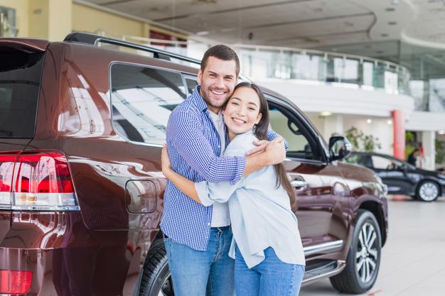 couple-car-dealership_23-2148130224